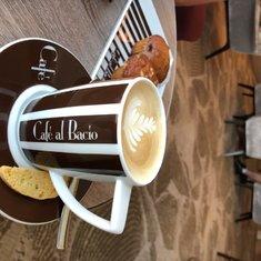 Latte in Cafe al Bacio