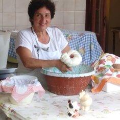 Sorrento excursion- a woman making Ricotta cheese